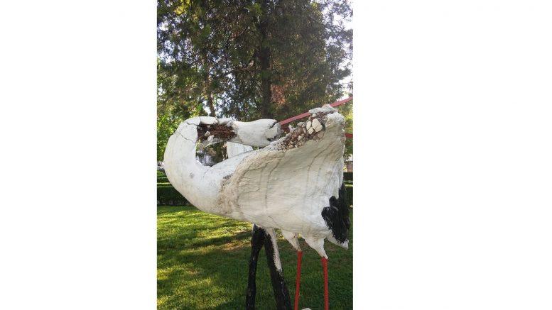 Статуя на щъркела, село Белозем